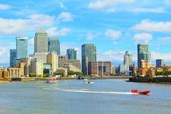 Panorama agradable Reino Unido del día de verano de Londres el río Támesis fotografía de archivo