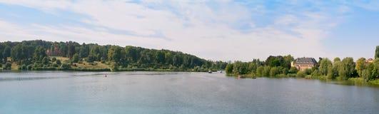 Panorama alemán del río foto de archivo