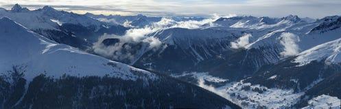Panorama alpestre de haute résolution Photo libre de droits