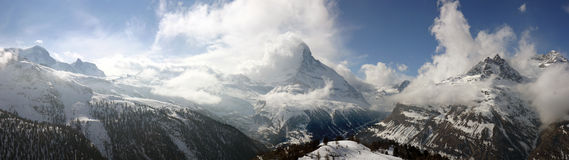 Panorama alpestre suizo Imagenes de archivo