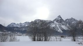 Panorama alpin près de Zugspitze banque de vidéos