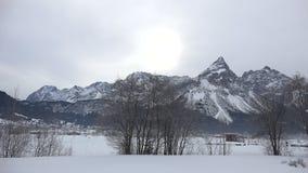 Panorama alpino cerca de Zugspitze almacen de metraje de vídeo