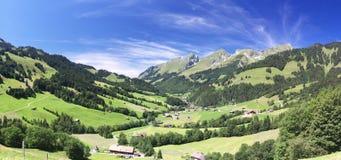 Panorama alpino da montanha do verão Fotografia de Stock