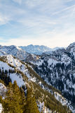 Panorama alpino del invierno con Zugspitze Foto de archivo libre de regalías