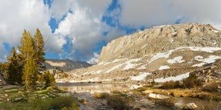 Panorama alpino del lago Foto de archivo libre de regalías
