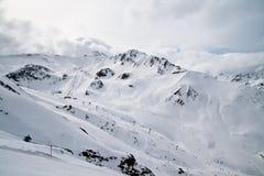 Panorama alpino della stazione sciistica Fotografia Stock Libera da Diritti