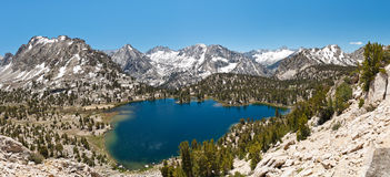 Panorama alpino do lago Foto de Stock