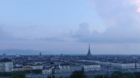 Panorama alto da definição de Turin com a toupeira Antonelliana video estoque
