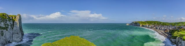 Panorama-Ansicht-Klippen von Etretat stockfotos