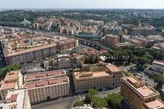 Panorama ao Vaticano e à cidade de Roma da abóbada da basílica do ` s de St Peter, Itália Foto de Stock
