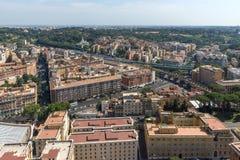 Panorama ao Vaticano e à cidade de Roma da abóbada da basílica do ` s de St Peter, Itália Fotos de Stock