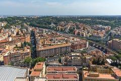 Panorama ao Vaticano e à cidade de Roma da abóbada da basílica do ` s de St Peter, Itália Imagens de Stock
