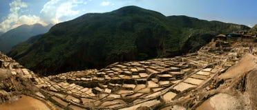 Panorama as minas de sal dos Incas imagens de stock