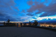 Panorama, as seen from Bend from Pilot Butte Neighborhood Park, Oregon stock images