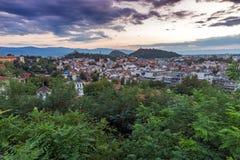Panorama asombroso de la ciudad de Plovdiv de la colina del tepe de Nebet Fotos de archivo