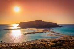 Panorama asombroso de la laguna de Balos con aguas mágicas de la turquesa, lagunas, playas tropicales de la arena y de la isla bl Foto de archivo libre de regalías
