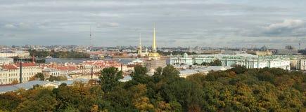 Panorama au palais d'Amirauté et d'hiver Photo stock