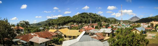 Panorama auf Bajawa-Stadt, Nusa Tenggara, Flores-Insel, Indonesien stockbild