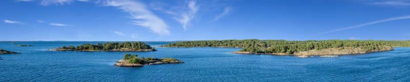 Panorama av öar i Sverige royaltyfria foton