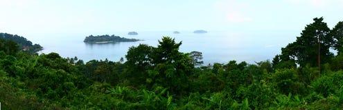 Panorama av ön till till Chang i Tailand Fotografering för Bildbyråer