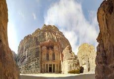 Panorama av Al Khazneh eller kassan på forntida Petra, Jordanien arkivfoto