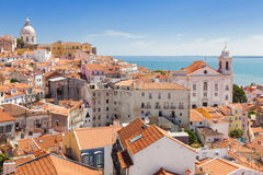 Panorama- av Alfama tak, Lissabon Royaltyfri Foto