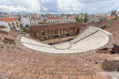 Panorama av amfiteatern i Roman Odeon, Patras, Peloponnese, Grekland royaltyfri bild