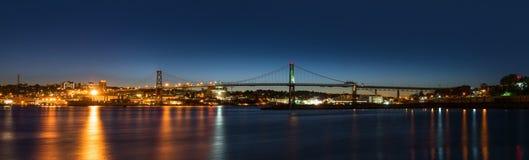 Panorama av Angus L Macdonald Bridge som förbinder Halifax till D Royaltyfri Fotografi