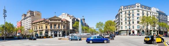 Panorama av att korsa Gran via och Passeig de Gracia Arkivfoton