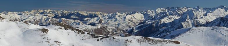 Panorama av Aure Valley i Hautes Pyrenees uppifrån royaltyfri fotografi