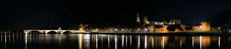 Panorama av Avignon vid natt Royaltyfri Foto