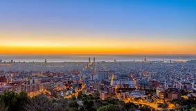 Panorama av Barcelona för solnedgång Arkivfoton