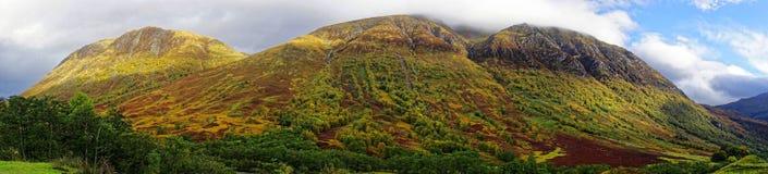 Panorama av Ben Nevis Range Arkivfoto