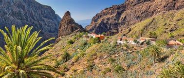 Panorama av bergbyn Masca på Tenerife kanariefågelöar Fotografering för Bildbyråer