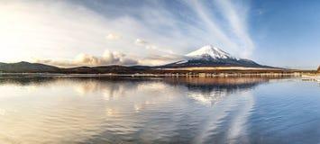 Panorama av berget Fuji som är fujisan med soluppgång från yamanaka lak Fotografering för Bildbyråer