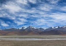 Panorama av berglandsc i Ladakh, norr Indien Arkivbilder