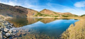 Panorama av bergsjön Royaltyfria Foton