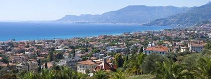Panorama av Bordighera, italienare Riviera fotografering för bildbyråer