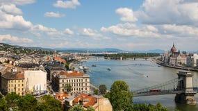 Panorama av Budapest med Donauen och parlamentet, Ungern Fotografering för Bildbyråer