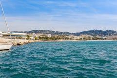 Panorama av Cannes, Cote d'Azur, Frankrike, s?dra Europa Trevlig stad och lyxig semesterort av franska riviera Ber?md turist- des arkivbilder
