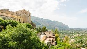 Panorama av Carini, Sicilien Arkivbild