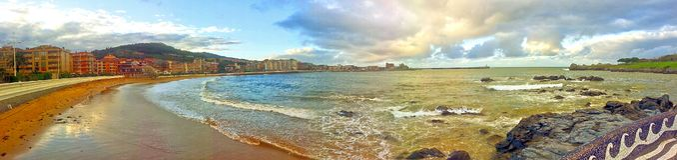 Panorama av Castro Urdiales i Spanien Arkivfoto