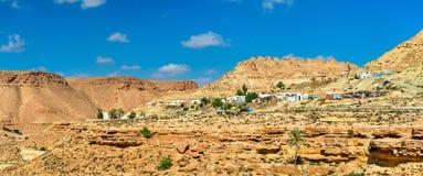 Panorama av Chenini, en stärkt Berberby i södra Tunisien Royaltyfri Bild