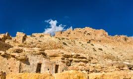 Panorama av Chenini, en stärkt Berberby i södra Tunisien Arkivfoton