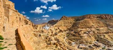 Panorama av Chenini, en stärkt Berberby i södra Tunisien Fotografering för Bildbyråer