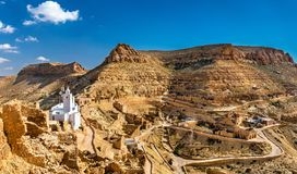 Panorama av Chenini, en stärkt Berberby i södra Tunisien Arkivbild