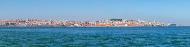 Panorama av den äldsta delen av Lissabon royaltyfri bild