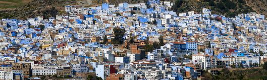 Panorama av den blåa staden Chefchaouen Royaltyfri Bild