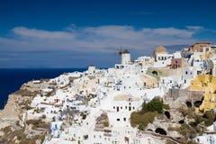 Panorama av den cyladic byn av Oia Royaltyfria Bilder