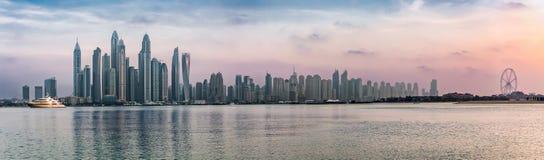 Panorama av den Dubai marina royaltyfri foto